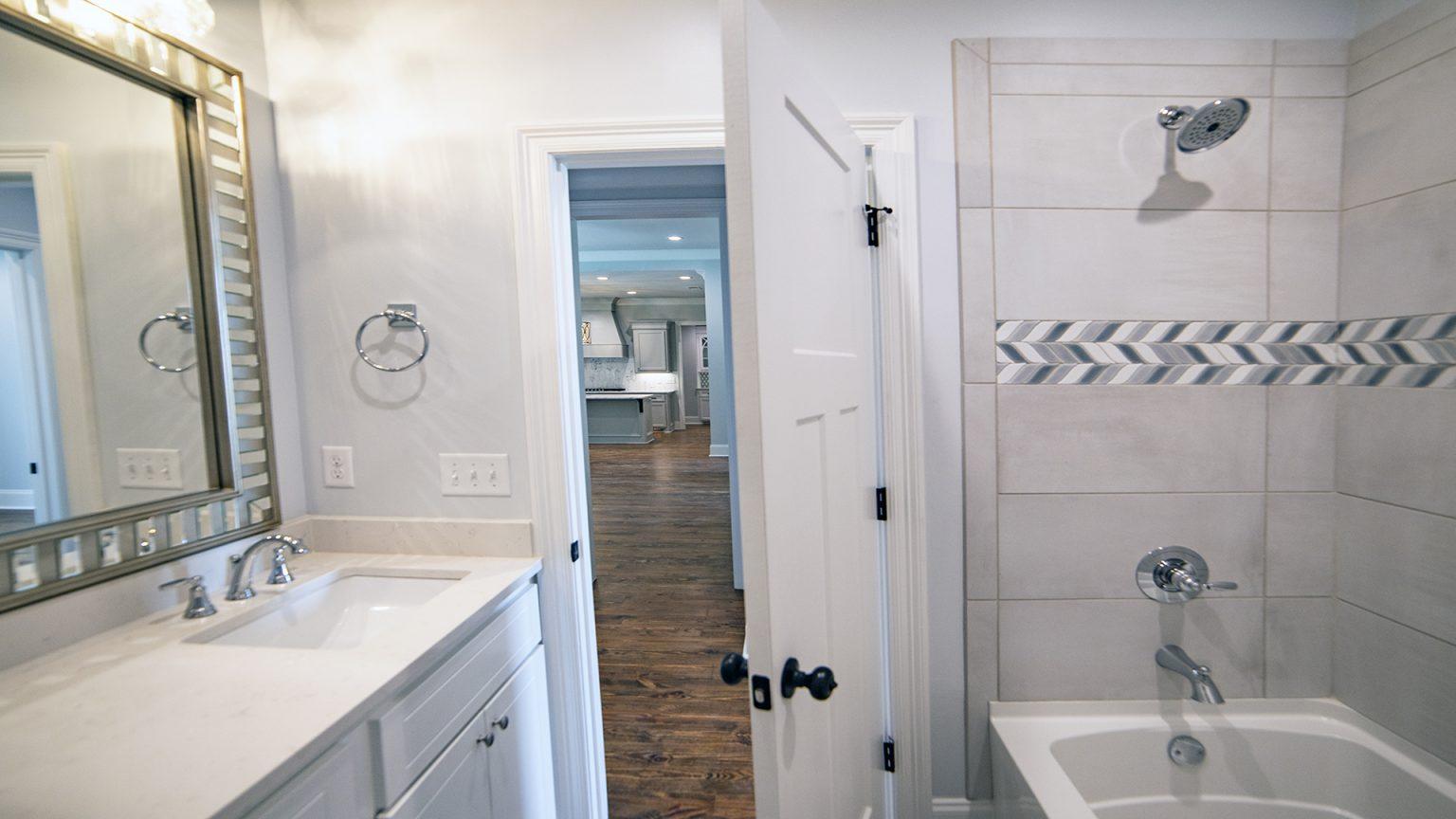 Guest bath design in Flowood Mississippi