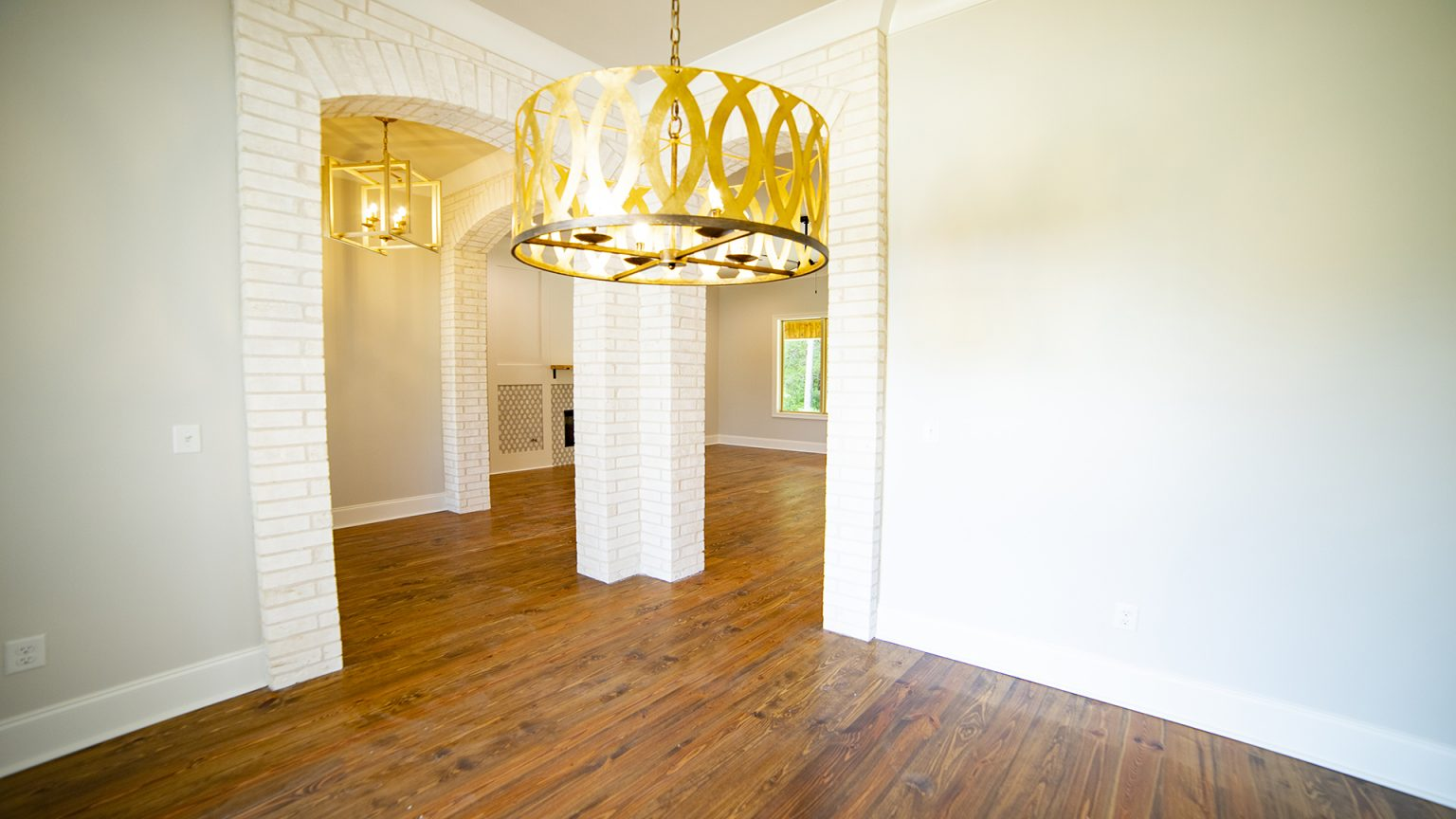 Dining room and white brick in Flowood Mississippi