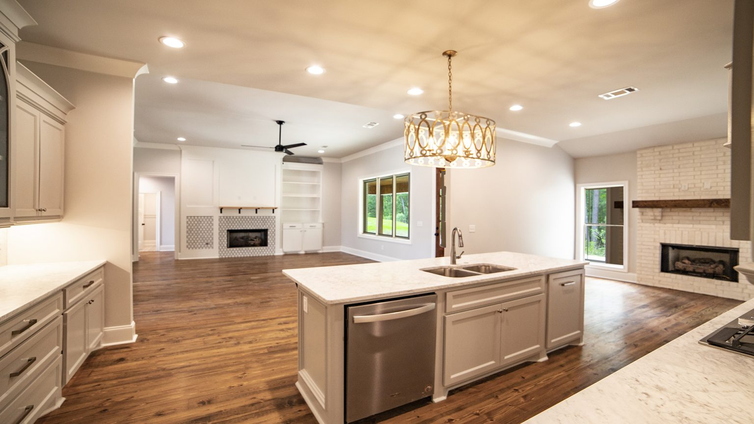 Open floor plan and kitchen in Flowood Mississippi